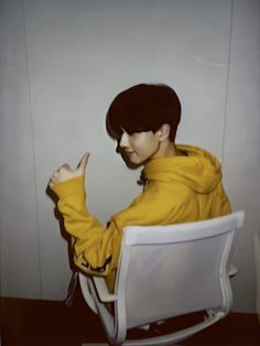 """thread of jisung's huya polaroids 💛"" Park Ji-sung, Andy Park, Park Jisung Nct, Nct Group, Yellow Hoodie, Baby Chicks, Seong, Ji Sung, Kpop Boy"