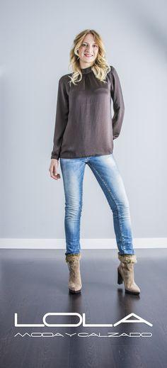 Marrón, color por antonomasia cada otoño.   Pincha este enlace para comprar tu blusa marrón en nuestra tienda on line:  http://lolamodaycalzado.es/otono-invierno-2016/873-blusa-marron-oscuro-fransa.html