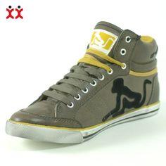 Avete visto anche voi una scimmia ubriaca? No perchè vanno di moda quest'anno e noi ne abbiamo una che non si stacca più da queste scarpe e da tutta la nuova collezione Drunknmunky autunno-inverno.   La potete vedere qui http://www.olaraga.com/76_drunknmunky