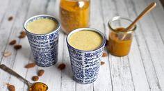 LE LAIT D'OR (PATE DE CURCUMA : 1/4 de tasse de curcuma en poudre (biologique), 1/2 c à c de poivre noir moulu (biologique), 1/2 tasse d'eau) (LAIT D'OR : 1/2 tasse de lait végétal (lait de noisette, d'amandes…), 1 c à c d'huile de coco, ½ à 1 c à c de pâte de curcuma, 1 c à c de sirop d'érable ou de miel)