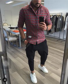Justlifestyle shared a photo from flipboard Stylish Men, Men Casual, Cool Outfits, Casual Outfits, Fall College Outfits, Style Masculin, Herren Outfit, Mode Style, Mens Fashion