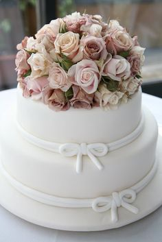 #wedding cake with #Julia roses cake topper