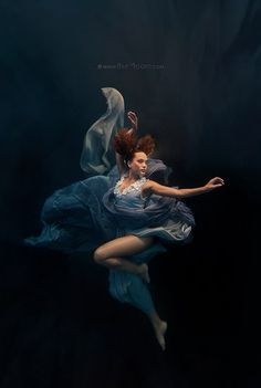 Silver Swallow: a majestic underwater photography series by Ilse Moore Photography Series, Dance Photography, Underwater Photography, Fine Art Photography, Portrait Photography, Underwater Photoshoot, Underwater Pictures, Underwater Painting, Underwater Model