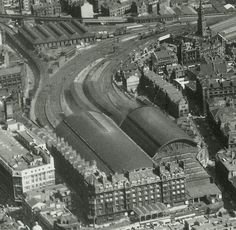 St Enoch Station - replaced by a big Greenhouse Scotland History, Glasgow Scotland, England And Scotland, Edinburgh, Glasgow Architecture, Vegas, Old Train Station, Disused Stations, Take The High Road