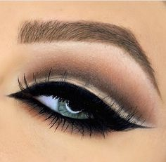 I'm not big on cut crease looks (on me) but this one is beautiful