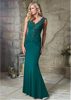 Elegant Chiffon V-neck Sheath Silhouette Mother of The Bride Dress with Beade Lace Appliques