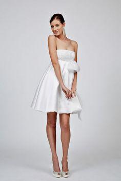 85 vestidos de noiva curtos lindos e modernos que vão te impressionar! Image: 72