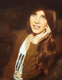 Lana Del Rey. Find more beautiful pictures on: http://www.bublaa.com/#!/bubble/lana-del-rey-fans/filter/1