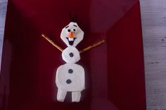 This cute cheese Olaf from Frozen is sure to delight your kids. Full tutorial!  EatingRichly.com