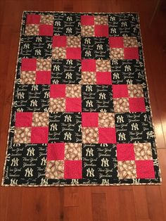 Throw size quilt - NYYankees - Susan