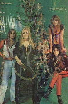 Christmas Christmas tree Joan Jett The Runaways cherrie currie Lita Ford Sandy West Jackie Fox happy christmas music Joan Jett, Lita Ford, Rock & Pop, Rock N Roll, Pop Punk, Sandy West, Cherie Currie, Women Of Rock, Girly