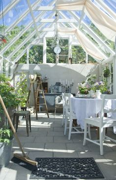Romantic spring dining in a greenhouse. Photo by Magdalena Björnsdotter.