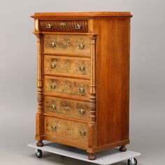 Bilder för 302487. BYRÅ, nyrenässans, 6-lådig, 1800-talets slut. – Auctionet