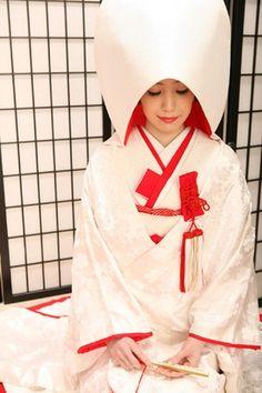 白無垢 Traditional Gowns, Traditional Wedding Dresses, Japanese Outfits, Japanese Fashion, Japanese Style, Japanese Wedding Kimono, Japanese Brides, White Kimono, Photo Portrait
