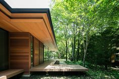 Traditional Japanese and modernist architecture come together in Kidosaki Architects Studio's Yokouchi Residence. Karuizawa, Residential Architecture, Amazing Architecture, Architecture Details, Modern Cottage, Japanese House, Mid Century House, Glass House, Modern House Design