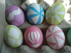 DIY: Graphic Easter Egg Dyeing