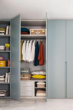 Mit dem richtigen Drehtür Kleiderschrank ist Ihre Kleidung optimal verstaut. Nur durch eine ausreichende Anzahl an Ablageflächen und Hängevorrichtungen findet jedes Kleidungsstück seinen perfekten...