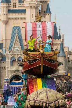 Peter and Wendy, my fave float in the Festival of Fantasy parade