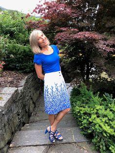 Ellen's Sewing Passion: Blue T-Shirt & Blue Leaves Skirt Leaf Skirt, How To Make Skirt, Kind Of Blue, Blue Leaves, Knit Tops, Passion, Sewing, Lady, Skirts