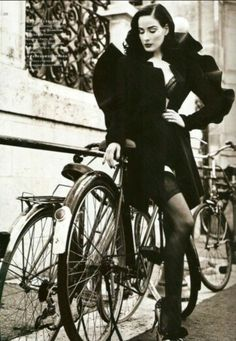 Dita Von Teese  : Photographer Not Credited  ;)i(: