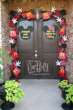 Cool detail decor for A Mickey Mouse Birthday party or Baby Shower, I will NEVER be too old for that! Also a great surprise for the kiddies to know they are going to Disney Theme Mickey, Fiesta Mickey Mouse, Mickey Mouse Bday, Mickey Mouse Clubhouse Birthday, Mickey Mouse Christmas, Mickey Mouse Parties, Mickey Party, Mickey Mouse Birthday, Mickey Mouse Decorations