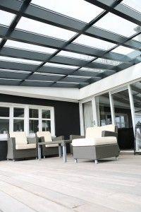 Transparante zonnepanelen in terrasoverkapping