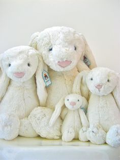 I'm in love with these Jellycat bunnies! Now if only I had a niece or nephew to give one too!