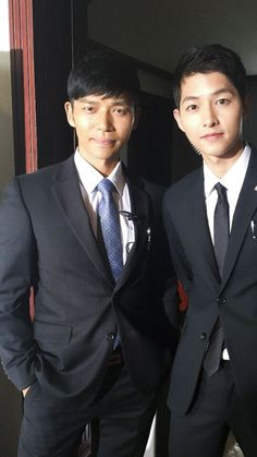 """Ji Seung-hyeon's first entertainment show, will he reveal stories about """"Descendants of the Sun""""? show Ji Seung-hyun's first entertainment show, will he reveal stories about 'Descendants of the Sun'? Korean Drama Online, Korean Drama Series, Descendants Of The Sun Wallpaper, Jin Pic, Song Joong Ki Birthday, Soon Joong Ki, Decendants Of The Sun, Sun Song, Best Kdrama"""