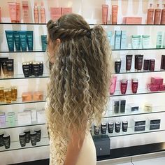 peinados para cabello rizado mouhamad amin Frisur von 25 + 8 einfache Frisur-Ideen fr weniger als Hair Styles Fo Blonde Curly Wig, Curly Hair Updo, Curly Wigs, Wavy Hair, Hairstyles For Curly Hair, Short Blonde, Curly Haircuts, Curly Long Hair Cuts, Natural Curl Hairstyles
