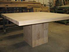 vierkante blok tafel, robuust. Nog onbehandeld op foto