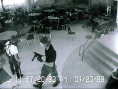 columbine-high-school-massacre   WeaponsMan.  Skole Massacre i Columbia