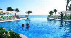 Gotta love infinity pools! Romantic spot for a #DestinationWedding: Hotel Riu Cancun