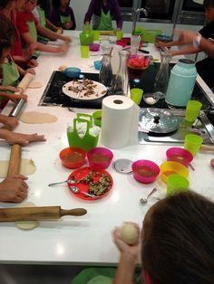 Supercumples para MiniChefs en la escuela de cocina @Dolcetriz Pleasure Stores .   Invita a tus amigos a una clase de cocina en la que elaboraréis la merienda que más tarde vais a tomar.