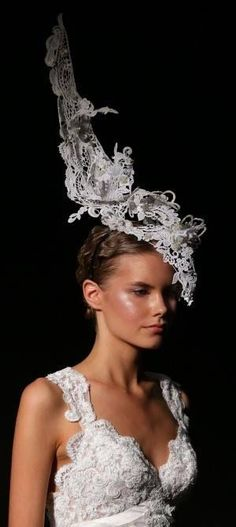 Stiffened lace headpiece