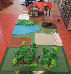 "Verteltafel ""Wij gaan op berenjacht"" 01. Nutsschool Maastricht Small World Play, New Class, Learning Centers, Literacy, Bear, Outdoor Decor, Bear Hunting, Bears"