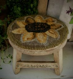 Hook Punch, Foot Stools, Sunflower Pattern, Bazaar Ideas, Hand Hooked Rugs, Penny Rugs, Traditional Rugs, Chair Pads, Punch Needle