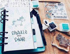 """Team Mitglied Maria (@marybubele) teilt heute eine Inspiration für dieses märchenhaftes Kalender Deckblatt mit dem """"Einhorn"""" Stempel Set jetzt aufm #papierprojekt Blog."""