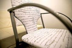 Proyecto de decoración con muebles reciclados de Las Tres Sillas para la empresa Coto Consulting en Valencia Wishbone Chair, Valencia, Furniture, Home Decor, Recycled Furniture, Chairs, Blue Prints, Decoration Home, Room Decor