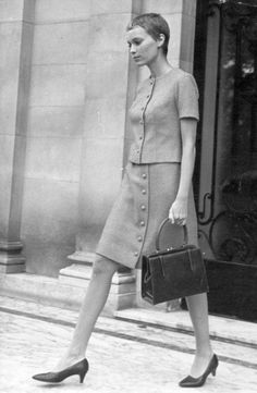 I have always loved the style of Mia Farrow during the Former model turned into an actress, the movie for which she is remembered the most is (the beautiful) Rosemary's Baby,. 1960s Fashion, Vintage Fashion, Jean Seberg, Metzger, 20th Century Fashion, Short Pixie, Pixie Hairstyles, Classic Beauty, Beautiful Actresses