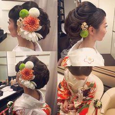 marina.yamaguchiさんはInstagramを利用しています:「きれいで気さくな花嫁さまの神前式スタイル👰💐 華やかな特別感のあるビックシルエット🌸 すらっとした首の良さを守りながら襟足まででフォルムを大切に仕上げてます👘 前髪うずうず💐 #hair #hairdo #hairstyle #bride #wedding…」 Wedding Kimono, Japanese Wedding, Hair Arrange, Japanese Hairstyle, Bridal Hair, Flower Arrangements, Wedding Hairstyles, Hair Styles, Flowers
