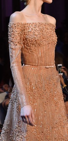 View all the detailed photos of the Elie Saab haute couture fall 2014 showing at Paris fashion week. Fashion Week, Look Fashion, High Fashion, Fashion Design, Beautiful Gowns, Beautiful Outfits, Couture Fashion, Runway Fashion, Traje A Rigor