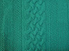#Sechsfacher #Zopf von #Knitulator für #Männerpullover: #Kostenlose #Anleitung: http://www.knitulator.com/2016/02/12/maennerpullover-mit-dickem-zopf-und-rippen/
