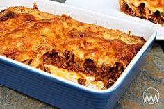 Mletou masovou směsí plněné cannelloni zapečené v sýrovém bešamelu Lasagna, Menu, Ethnic Recipes, Food, Menu Board Design, Essen, Meals, Yemek, Lasagne