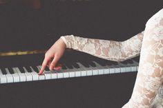рука, кружево, музыка, пианино