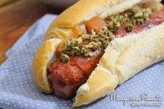 Choripán é um sanduíche argentino, feito de linguiça e normalmente acompanhado com molho Chimichurri. É gostoso e fácil de fazer, veja no Manga com Pimenta.