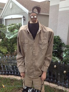 The shrunken head man is an extra-original + super funny costume choice from the classic Beetlejuice Halloween film. Creative Halloween Costumes, Funny Halloween Costumes, Couple Halloween, Halloween Party Decor, Halloween Fun, Pirate Costumes, Halloween Costume Ideas For Guys, Adult Costumes, Healthy Halloween
