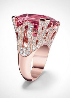 Rosamaria G Frangini | High Pink Jewellery | L'ame du voyage - diamond jewelry from Louis Vuitton / Photo: Louis Vuitton