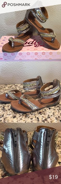 06768e3d3f6 Candie s sandals Adorable Silver and gold Candie s sandals with zip up  back. Kids size 4