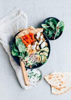 Falafel bowl with couscous recipe - From Pauline& Keuken - Today I share the recipe for a falafel bowl. Actually it is a falafel san - Poke Bowl, Falafel, Veggie Recipes, Vegetarian Recipes, Healthy Diners, Healthy Recepies, Healthy Desserts, Food Inspiration, A Table