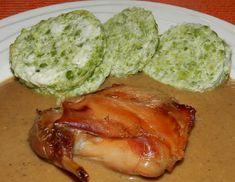 Králíka osolíme, prošpikujeme, pokmínujeme a dáme do pekáčku. Přidáme nakrájenou kořenovou zeleninu, nakrájený špek, sušené houby, cibuli,... Food And Drink, Pork, Low Carb, Meat, Cooking, Kale Stir Fry, Pigs